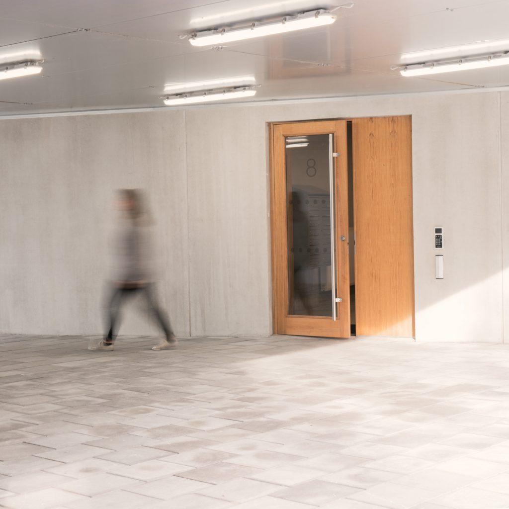 Lätt att känna sig trygg i en lägenhet från Tosito