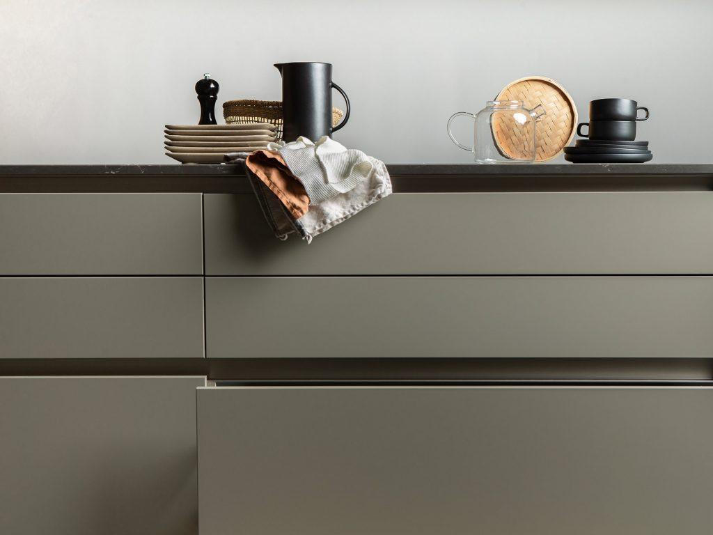 Interiörbild i ett kök i en av lägenheterna i Jönköping